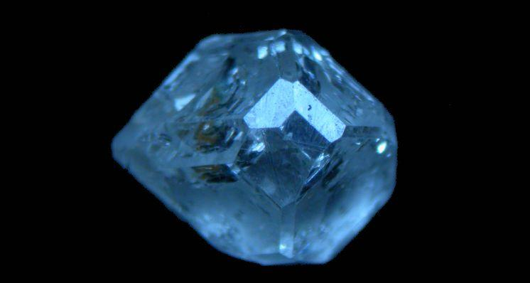 Around the Trade: Considering Synthetic Diamonds