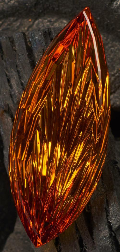John Dyer's flame-cut citrine, first place winner in the 2015 German Award for Jewellery and Precious Stones in Idar-Oberstein. Photo by Lichtblick Foto-Design, Hiltrud & Jurgen Cullmann of Schwollen, Germany.