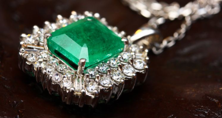 Questions to Ask When Buying a Piece of Gemstone Jewellery