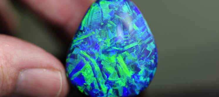 Understanding Play of Colour and Patterns in Opal Gemstones